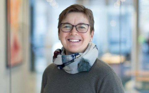 MINDRE SEX: Unge mennesker har mindre sex, viser undersøkelser fra en rekke land. Helsesykepleier Anne Bentzrød er bekymret for at ungdommen ikke får nok sosial trening.