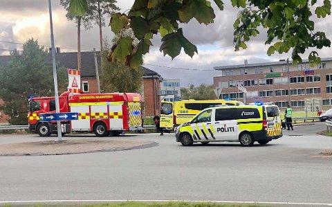 En motorsykkel og en bil var involvert i en ulykke på Grålum søndag ettermiddag.