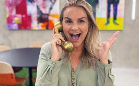 FREDAGSGULL: Trekningsredaktør Pie-Christine Skagsoset Norseng fikk æren av å ringe den ferske lottomillionæren med den hyggelige beskjeden.