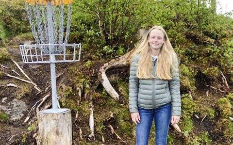 FORSLAG TIL KOMMUNEN: Marthe Berntzen Stubergh (17) fra Askim håper kommunen lager flere frisbeegolfbaner.