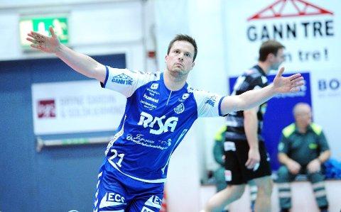 Steffen Stormo Stegavik legger opp som spiller for Nærbø og tar over som hovedtrener for Sola den kommende sesongen. Dette gjør at han kan ende opp med å bli trener for konen Camilla Herrem.