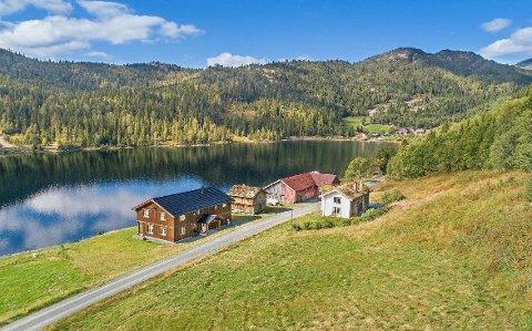 IDYLLISK: Slik ser eiendommen ut fra luften.