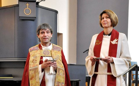 SØKER JOBB: Sokneprest Liv Espeland Jettestuen har søkt stillingen som prost i Skien prosti. Her sammen med biskop Stein Reinertsen.