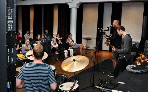 Konsert med gruppa Mandarinsaft var en del av premien for de som har vært med på SommerLes.