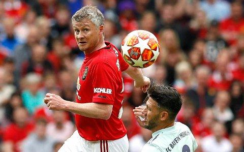 Som i mesterligafinalen mot Bayern München i 1999, kom Ole Gunnar Solskjær inn og scoret da Manchester United slo tyskerne 5-0 i jubileumskampen søndag.