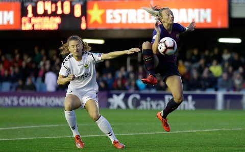 FC Barcelona's Toni Duggan, right, vies for the ball with LSK Kvinner's Synne Skinnes Hansen during the Women's Champions League quarterfinal first leg soccer match between FC Barcelona and LSK Kvinner at the Miniestadi stadium in Barcelona, Spain, Wednesday, March 20, 2019. (AP Photo/Manu Fernandez)