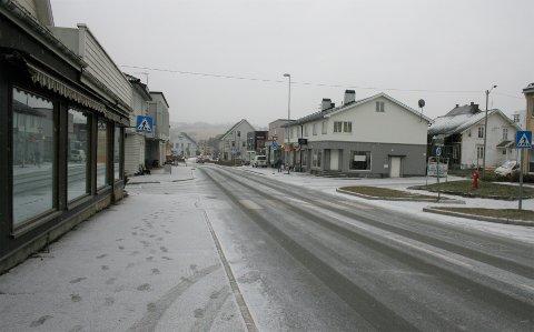 SNØVÆR: Litt før klokka to begynte den første snøen å falle på Lena.
