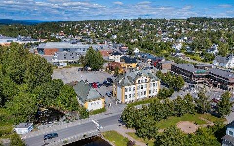 FORTETTES: Fortetting og å knytte bygning 5 i Industriparken tettere til sentrum er ett av målene for planene for Brubakkenkvartalet.