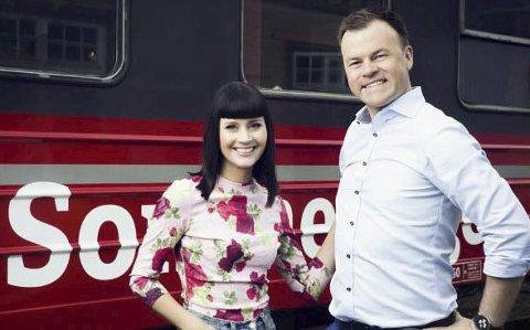 Programledere: Hilde-Yvonne Smelror og Ole Rolfsrud er programledere når NRK-toget kommer til Aust-Agder på tirsdag. Foto: NRK