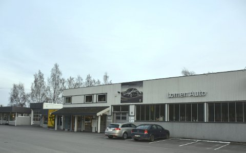 Slutt: Bilanlegget til Lomen Auto sto klart i 1971/72 og er seinere utvidet og modernisert, seinest for tre år siden. Nå er skjebnen for anlegget uviss etter at Opel flytter fra Lomen 1. august og Lomen Auto da velger å stenge dørene. Salg eller utleie er aktuelt.
