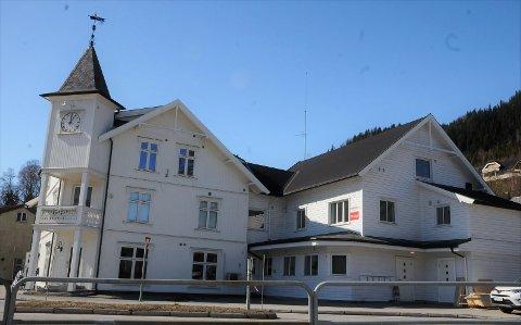 Skarpsnogården i Fagernes sentrum, eller Bygdinvegen 1 som eiendommen heter i dag, er nylig pusset opp, og nå er alle leilighetene solgt.