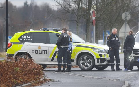 Onsdag brøt det ut håndgemeng mellom to drosjesjåfører utenfor Vestby stasjon. Politiet var på stedet og avhørte vitner.