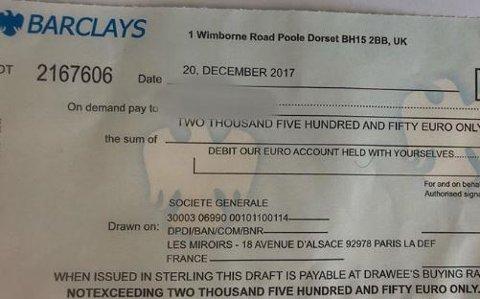 Politiet i Follo har tatt bilde av den falske sjekken og lagt den ut på Facebook mandag.