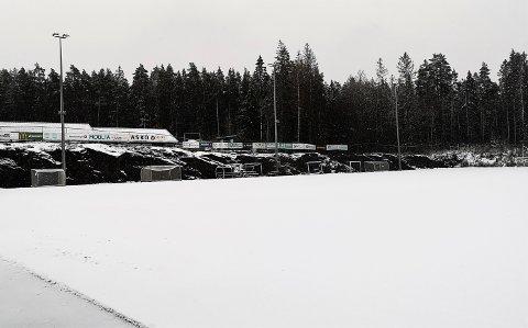 Avlyst.  Banen på Soon Arena egnet seg nok bedre for å lage en bløt utgave av snøengler på enn for å spille fotball  torsdag formiddag.   Dermed må HSV avlyse all planlagt aktivitet inntil videre.