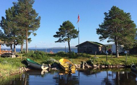 INNLANDSFISKEVÆR: Sommerdag ved Fiskevollen i Rendalen.