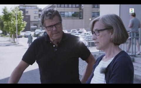 I ÅS: Åsted Norge-ekspert Asbjørn Hansen sammen med vitnet på stedet i Brekkeveien i Ås Irene hevder at hun kan ha sett Anne-Elisabeth Hagen.