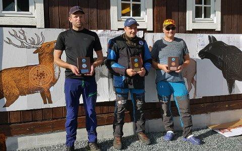 Premiert for mesterlig skyting; Anders Asklund (t.v.) Terje Krokum og  Reidar Strand.