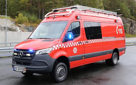 """""""LETT"""" BRANNBIL: Kommunepolitikerne i Sirdal skal snart ta stilling til om Tjørhom brannstasjon skal få en mannskapsbil av denne typen, med sikkerhetsseler til redningsmannskapet bak i bilen."""