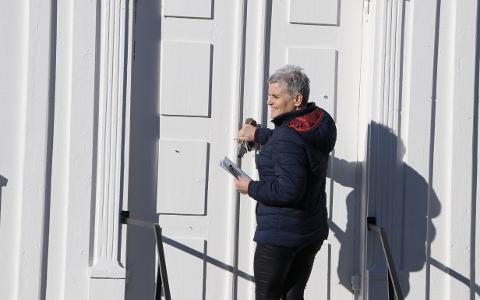 Sogneprest Christiane Krahner hadde lagt opp til en påske der det skulle være et godt kirketilbud i hele Sirdal. Nå bli det ingen møter eller arrangementer, men hun håper å få til både digitale tilbud og kanskje noen utendørs påskeaktiviteter. Foto: Svein Løvland
