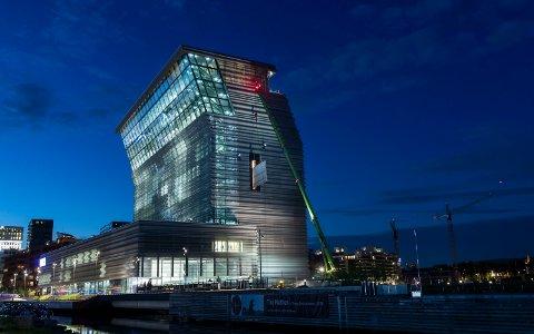 SIGNALBYGG: Med sine 60 meter er Munchmuseet godt synlig i bybildet. I mai flyttet den første kunsten inn.