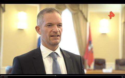 I RUSSLAND: Hendrik Weber i russiske Ren TV. Russiske medium omtalar han som «norsk ekspert».