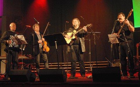 MInnekonsert: Tysfjord Sang og Sement på minnekonsert for visesanger Jack Berntsen for få år siden. Fra venstre Karstein Berg, Frank A. Jenssen, Kjell Andreassen og Kurt Solberg.