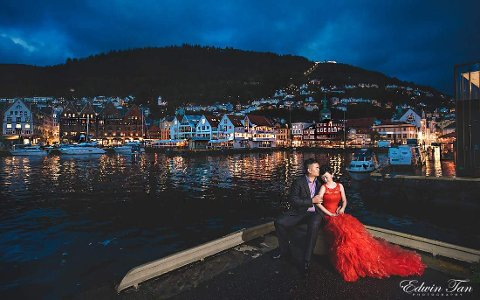 Yam Hiah Lim og Hong Tat Lim reiste helt fra Malaysia for å ta brudebildene sine i Bergen.