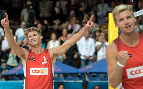 Anders Mol fra Fusa (t.v.) og makker Christian Sørum har grunn til å juble om dagen. Nå er de klar for finale i Nederland søndag.