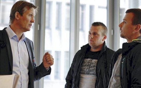 I retten: NNN-nestlender Jarle Wilhelmsen og arbeiderne Piotr Puszman og Krzysztof Jedlikowski. FOTO: BA