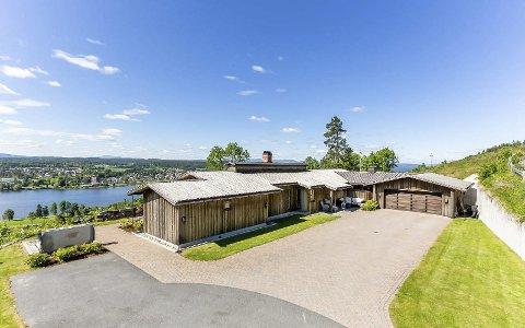Modumtoppen: Denne eiendommen i Knartenveien i Vikersund var dyrest i Modum i fjor. FOTO: Eiendomsmegler 1 Modum