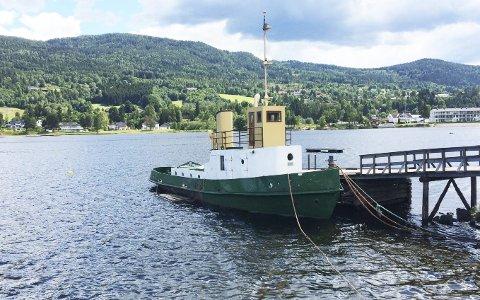 I DAG: Slik ser Greven ut i dag, der den ligger ved Dampbåtbrygga i Vikersund.