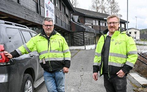 REHABILITERING: Jan Petter Hansen og Ola Rolfstad har dratt i land en kontrakt verdt 35 millioner kroner med Sigdal kommune, om rehabilitering av Sentrumsgården i Prestfoss.