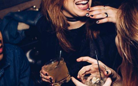 JUL OG ALKOHOL: -Sidan alkohol er noko veldig mange drikk, og fleirtalet handterer godt, blir det tabubelagt å påpeika at nokre har uvanar knytt til alkoholbruk, seier Randi Hagen Eriksrud, generalsekretær i Av-og- til. llustrasjonsfoto.