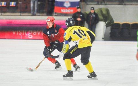 NORSK TAP: Robin Cras, MIF og Norge, tapte 4-1 for Kasakhstan i VM torsdag. Her fra et tidligere VM-oppgjør.