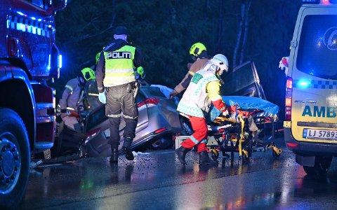 En mann i 70-årene fra Eiker omkom etter trafikkulykken i Eidsfoss mandag morgen.
