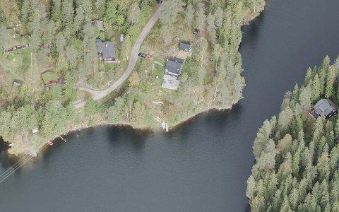 Hyttetomtene i Rausjømarka ble skilt ut fra firmaet And. H. Kiærs tomt fra midten av 1940-tallet. I 1965 kjøpte Oslo kommune skogen. Nå har hytteeierne kommet med innspill om sine tanker rundt oppstarten av vernearbeid for deler av Østmarka og en Nasjonalpark.