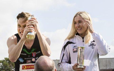 TOPPDUO: Karoline Bjerkeli Grøvdal og Karsten Warholm fekk utdelt kongepokalene etter friidretts-NM i Sandnes i fjor. Foto: Vidar Ruud / NTB scanpix