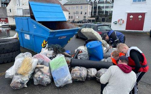 400 KG: Det blei stor fangst på fire effektive timar med søppelplukking for Eivind Gulestøl og gjengen.