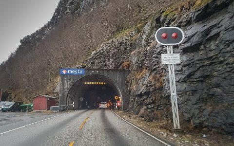 FÅR IKKJE ENDRING: Fylkesveg 55, som mellom anna kryssar Sognefjellet, får behalde sitt noverande nummer. Dette er Hovdetunnelen på fylkesveg 55 mellom Nordeide og Høyanger.