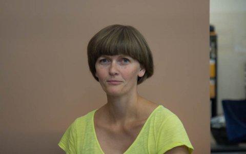 SKEIVT TILBOD: Ann Lisbeth Lesto, leiar i FAU Naustdal, ber om nye skyssordningar slik at alle barn ved Naustdal barne- og ungdomskule kan nytte seg av leksehjelp før skulestart.