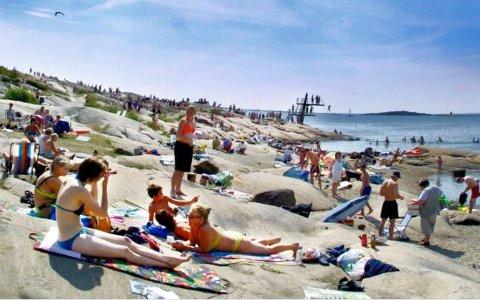 VIL SERVERING: Hans Ek (Sp) mener badegjestene på Foten må tilbys servering til sommeren.