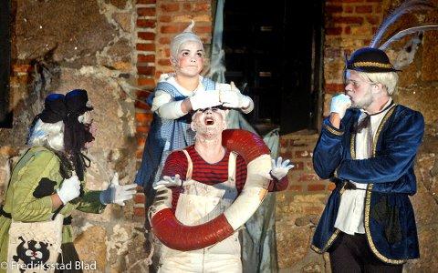 """I 2006 ble """"Spooki og det magiske tryllepulveret"""" satt opp for første gang. F.v Aina Beate Gundersen, Synne Holm (bak), Trine Ulfeng og Tom Stian Lenningsvik. Foto: Jan Erik Skau"""