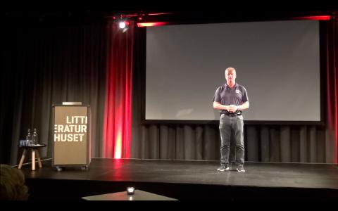 POPULÆRT: Bengt-Åke Gustafsson inspirerte mange av de fremmøtte på Litteraturhuset mandag.