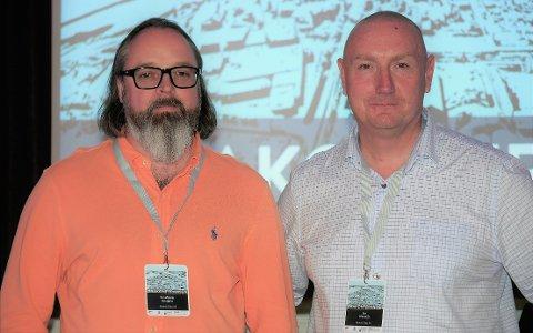 Venter på deponiavgjørelse: Hovedtillitsvalgt Per Øistein Kivijärvi (til venstre) og administrerende direktør Jan Klauset ved Kronos Titan. (Foto: Øivind Lågbu)