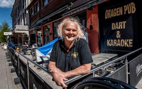 Ingvild Rødje er daglig leder av Dragen Pub. Hun kan se tilbake på et godt driftsår i 2019, men er bekymret for hvordan 2020 vil bli økonomisk med tanke på koronaviruset.