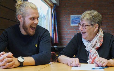 HUMOR: Mange av episodene var av det humoristiske slaget, og det ble mye fliring underveis da Sindre Fredriksen lagde julekalender med bestemor Britt Jørgensen.