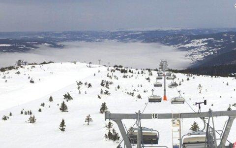 HAFJELL: Slik var været i toppen av Hafjell lørdag morgen, viser web-kameraet i Hafjell. I dalbunnen ligger skyene.