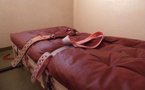 VANSKELIG SITUASJON: Pasienten har i flere tilfeller måttet bli lagt i reimer på grunn av utagerende adferd. Vedkommende ble likevel ikke lagt inn på psykiatrisk sykehus. Illustrasjonsfoto.