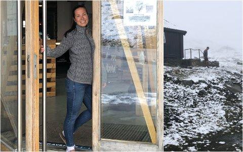 Siri Bråtet elsker vinter og snø og gleder seg over nysnø og kuldegrader. Nå kommer også landslagsløpere for å prøve skiløypene.