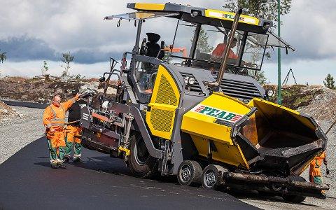 3000 TONN: Peab Asfalt har lagt 3000 tonn med asfalt på den nye rulleskibanen på Lygna.